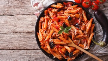 Famous Italian Food: Top 10 Dishes to Try in Italy. In this article we have listed the top 10 Italian food one must try while in Italy.