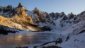If you're looking for a relatively easy trek with the rewarding views of exciting mountain peaks, Refugio Frey Hike is a must.