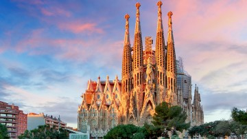 La Sagrada Familia is a magnificent unfinished Roman Catholic Basilica in Barcelona and a must-include attraction in every Spain itinerary.