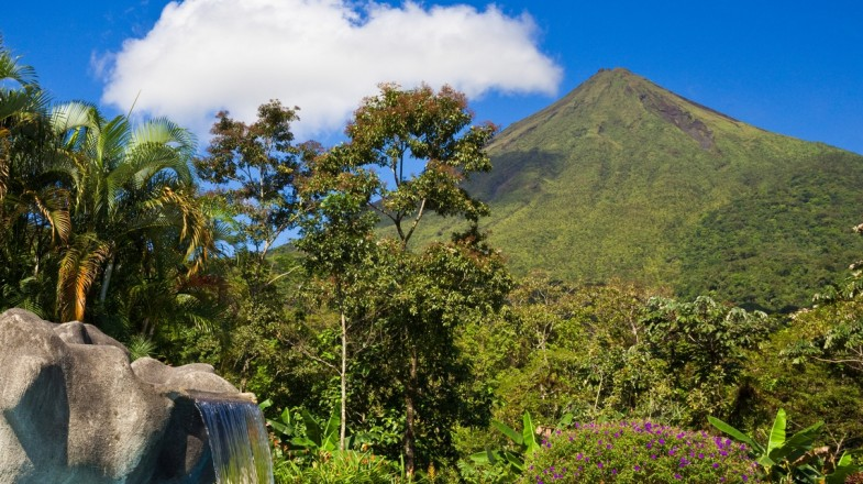 You won't be short of things to do in La Fortuna as it is known to be the region with most of Costa Rica's highlights, such as Arenal Volcano and Lake Arenal.