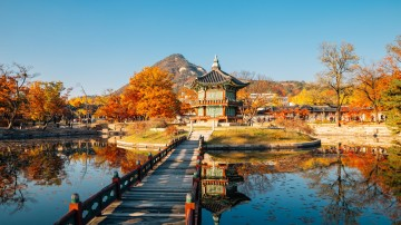 The capital of South Korea, Seoul, is a fascinating place where culture and history come alive on every corner of the city. There are plenty of things to do in Seoul