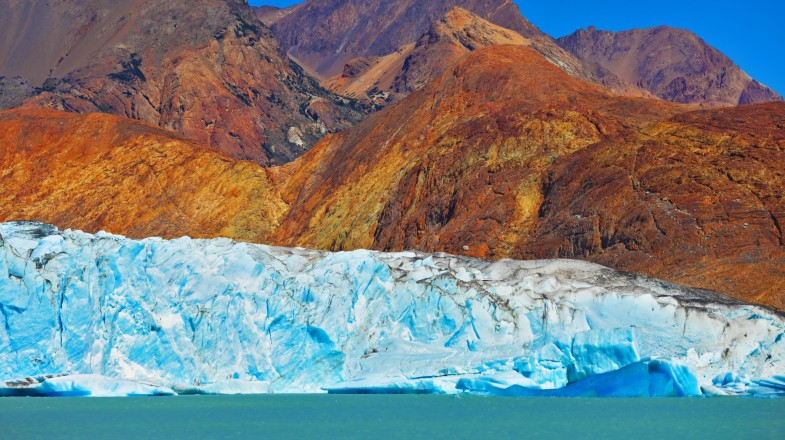 Viedma Glacier holds the title of the largest glacier in Argentina. At an area of 977 km², the glacier dominates the ice field of Southern Patagonia.