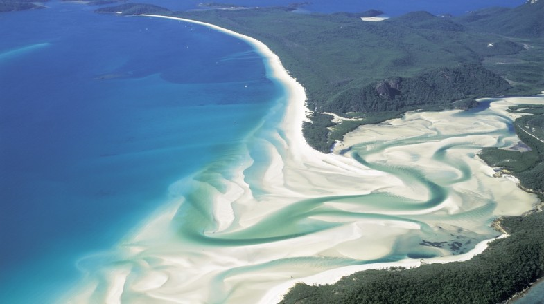Whitehaven beach is a great place to spend a romantic holiday in Whitsundays.