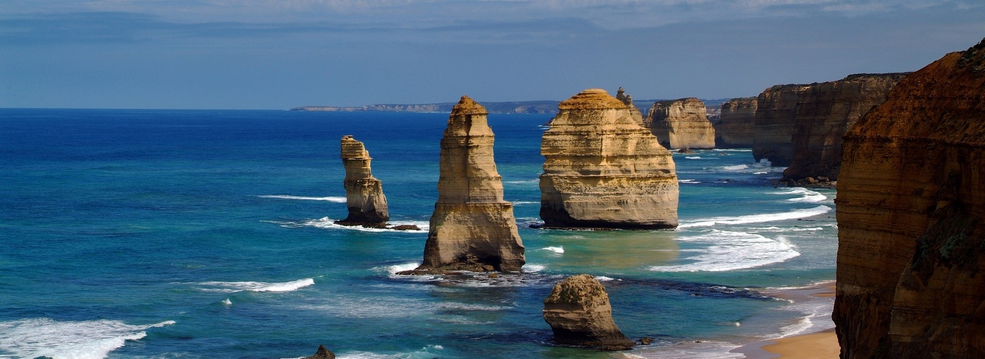 Holiday in Port Campbell and visit the Twelve Apostles