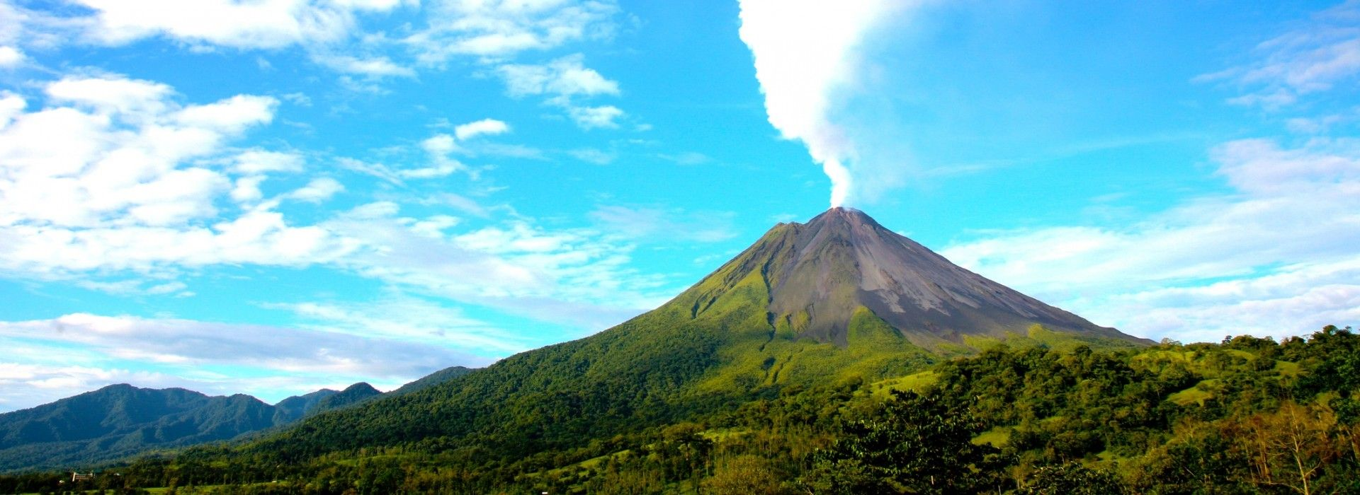 Air tours, road trips and transfers in Costa Rica