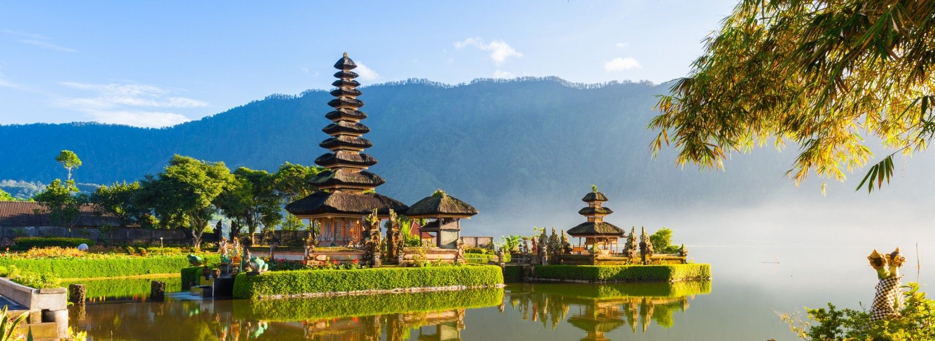 Boat tours, water sports and marine wildlife in Indonesia