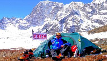 3 Peaks Climbing: Pokalde, Island, & Lobuche