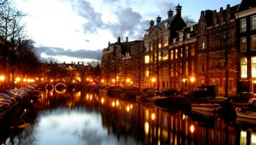 Amsterdam Private Walking Tour and Canal Cruise