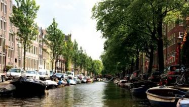 Amsterdam to Bruges Bike & Barge - Deluxe