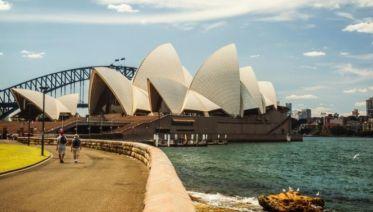 Australia & New Zealand Encompassed