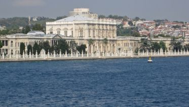 Bosphorus Cruise, Dolmabahce Palace & Uskudar Full Day
