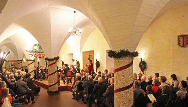 Dinner & Impressive Advent Concert