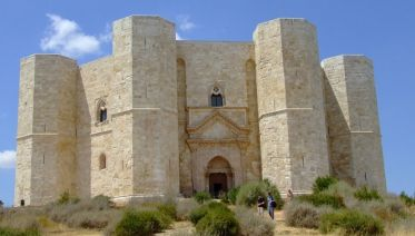 Discover Castel Del Monte (UNESCO) - 2 Hour Guided Tour