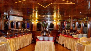 Dubai Dinner Cruise On Creek