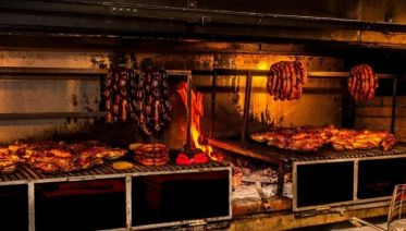 El Tio Querido Dinner & Folk Show