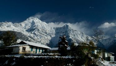 Everest In Full Picture - Basix