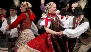 Folk Performance And Night Cruise