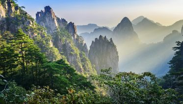 Huangshan Mountains Bus Tour From Huangshan City
