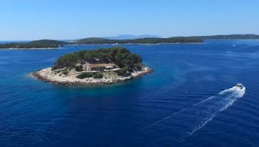 Hvar and Red Rocks private boat tour from Split