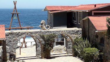 Isla Negra & Pomaire Private Full-Day Tour