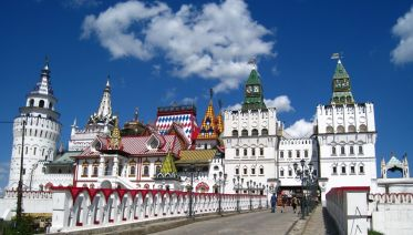 Izmaylovo Kremlin and Flea Market Tour