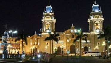 Lima by night - Panoramic City Tour with dinner show