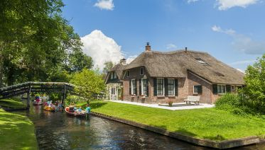 Luxury Small Group Full-day Trip to Giethoorn