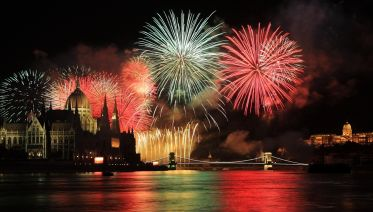 National Day Celebrations: Dinner & Cruise With Fireworks