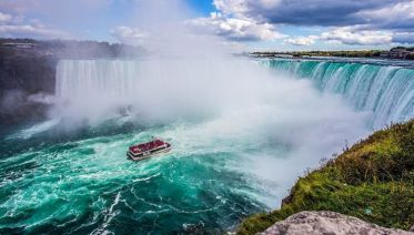 Niagara Falls & Maid of the Mist Boat Experience