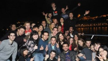 Nightlife Tour: Pub Crawl and Party Boat