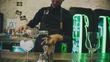Private Bucharest: Night Pub & Club Crawl