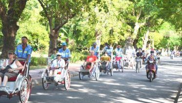 Private Hue: Royal City Street Eats by cyclo
