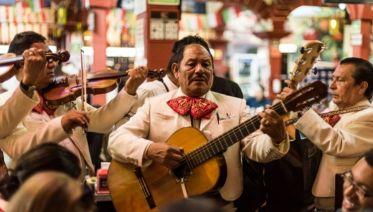 Private Mexico City: Mexican Night Out – Cantinas, Mariachi & Lucha Libre