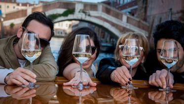 Private Venice: Canal & Aperitivo Experience