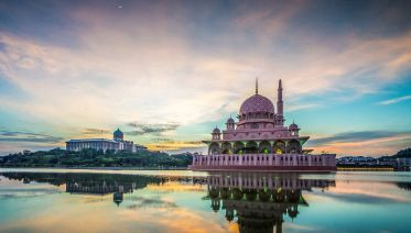 Putrajaya Tour with Traditional Boat Cruise