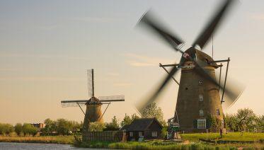 Small Group Tour:  Kinderdijk & The Hague + Canal Cruise