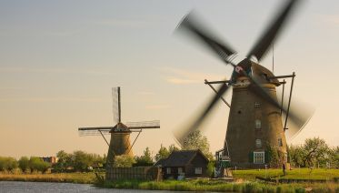 Small Group Trip to UNESCO's Kinderdijk & The Hague