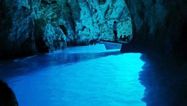 Speedboat Tour to Hvar, Vis and Blue Cave visit