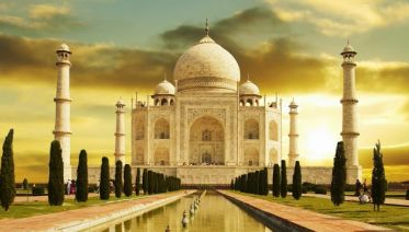 Sunrise tour of the Taj Mahal from Delhi