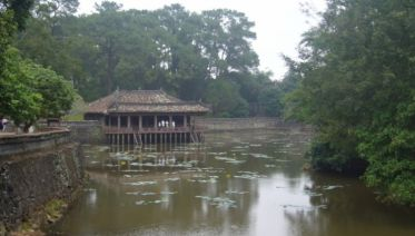 Tombs & Pagoda Day Trip