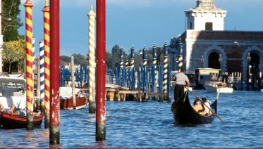 Venice: Guided Walk & Gondola Ride Combo Tour