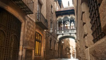 Welcome To Barcelona City Stroll
