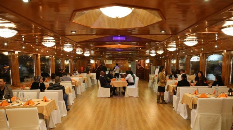 5 Star Dhow Cruise Dinner Abu Dhabi