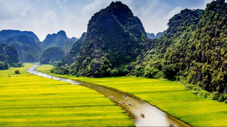 A Day Tour to Hoa Lu - The Ancient Capital