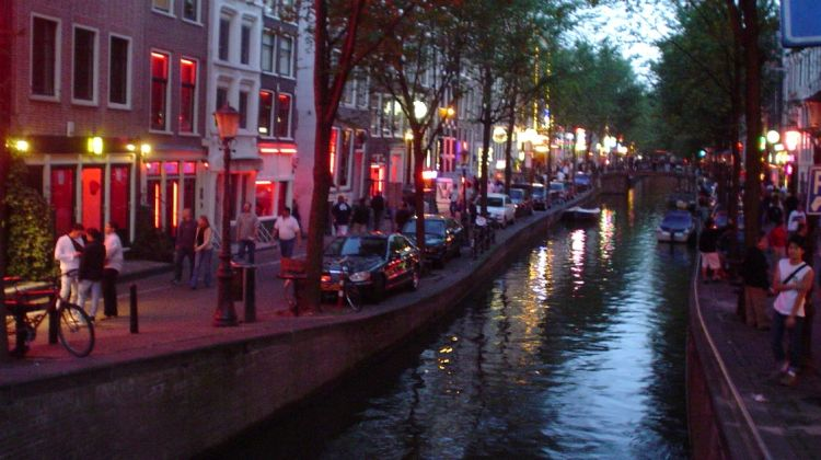 Amsterdam's Red Light District Tour with Drink