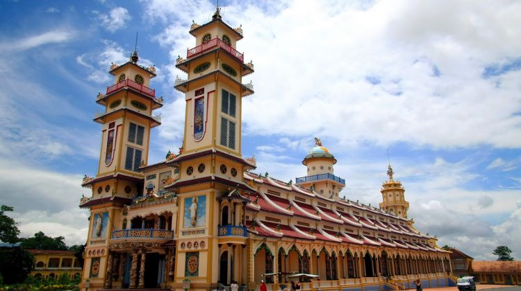Cao Dai Temple and Cu Chi Tunnels Group Tour