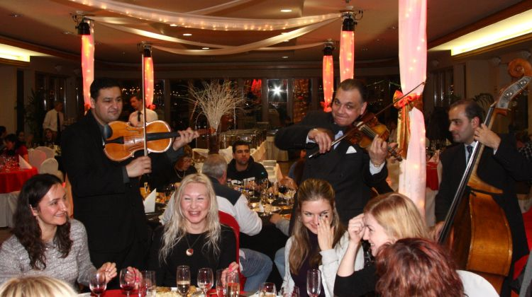 Christmas Eve Dinner & Cruise with live music