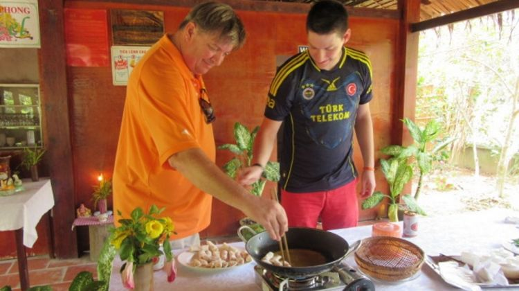 Cooking and cai be floating market