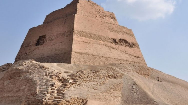 Day tour to El Fayoum Pyramids from cairo