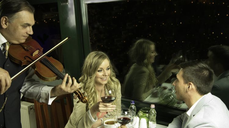 Dinner & Cruise with live music